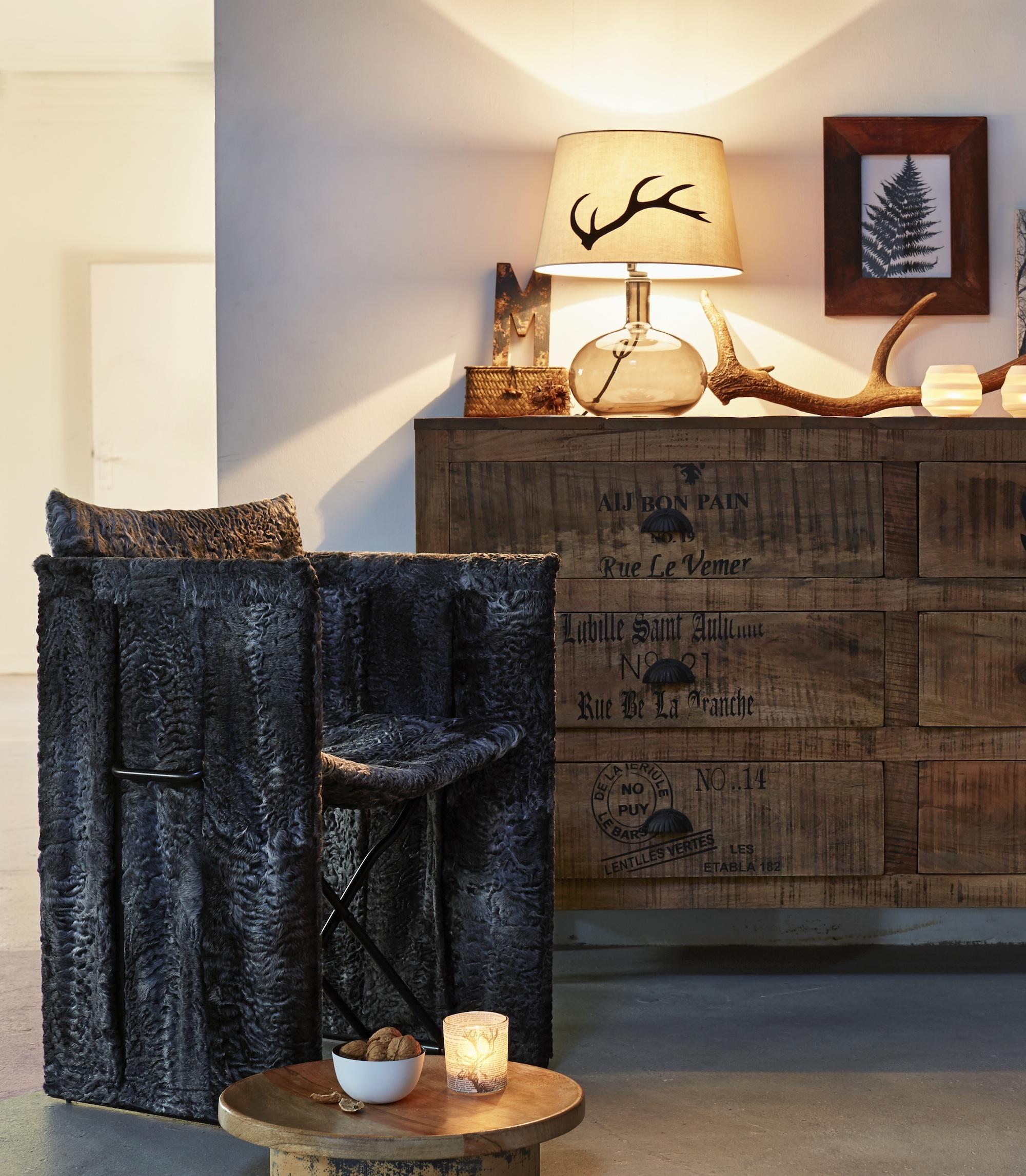 upcycling alte pelze werden zu st hlen. Black Bedroom Furniture Sets. Home Design Ideas